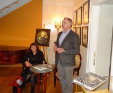 Собравшихся приветствует директор Государственного музея А.С. Пушкина А.Е. Богатырёв