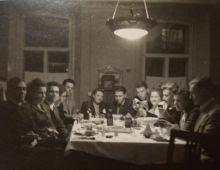 Встреча одноклассников школы №61 в арбатском доме. 1939 г.