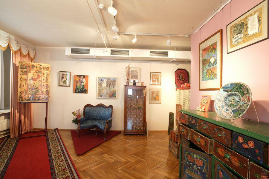 Хранилище художественного стекла и керамики общий вид.